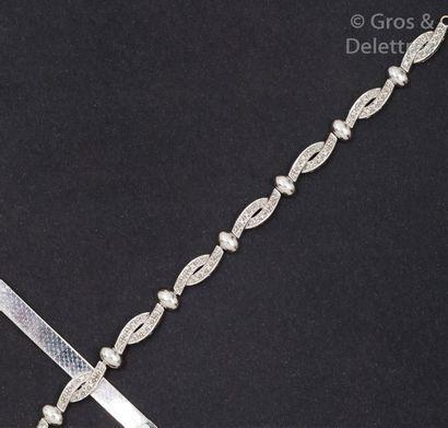 Bracelet articulé en or gris pavé de diamants...