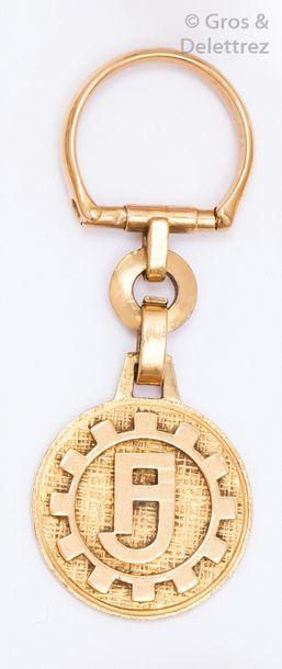 Porte-clefs en or jaune gravé. P.17g.