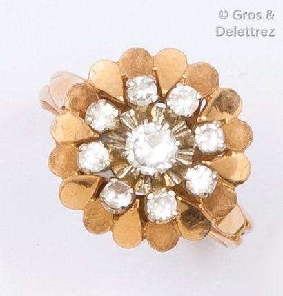 Bague «?Fleur?» en or jaune ornée de pierres...