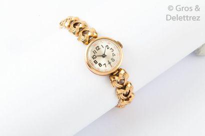 Bracelet-montre de dame en or jaune. Cadran...