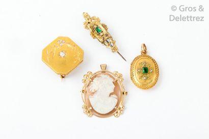 Lot en or jaune comprenant un médaillon porte...