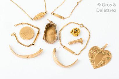 Lot de débris en or jaune comprenant des...