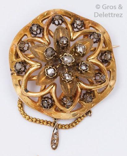 Broche «?Rosace?» en or jaune et argent ornée...