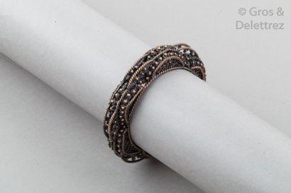 GOOSSENS Bracelet jonc bombé en métal cuivré à motif cordage, perlé. Diamètre?: 6,2cm....