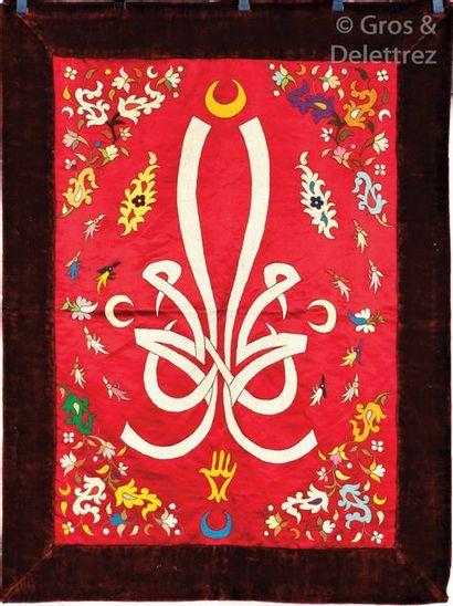 Une Broderie calligraphiée en soie, Maroc...
