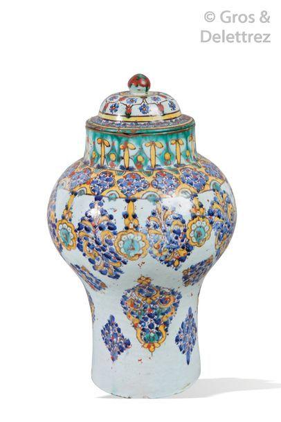 Belle jarre, Khabia, et un couvercle en faïence...