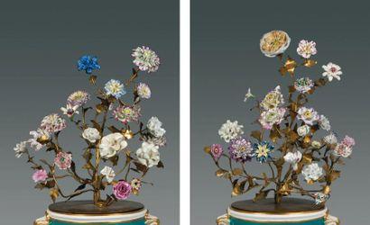Deux bouquets composés d'une quarantaine...