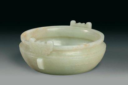 Coupe en jade blanc légèrement céladonné,...
