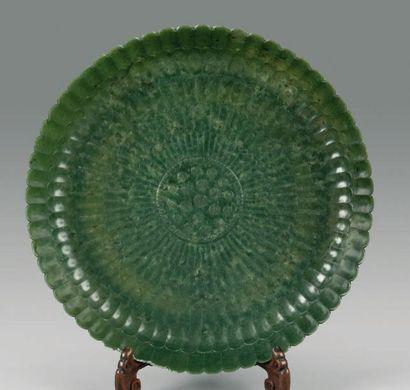 Grande coupe en jade vert épinard en forme...
