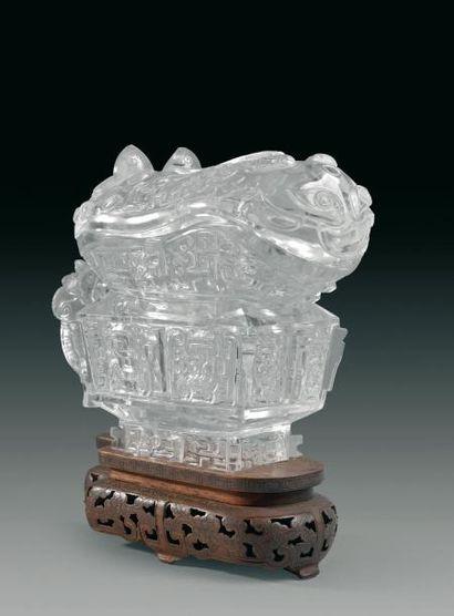 Vase à vin couvert en forme de bronze archaïque,...
