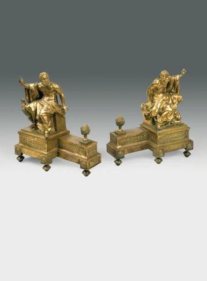 PAIRE D'IMPORTANTS CHENETS en bronze ciselé...