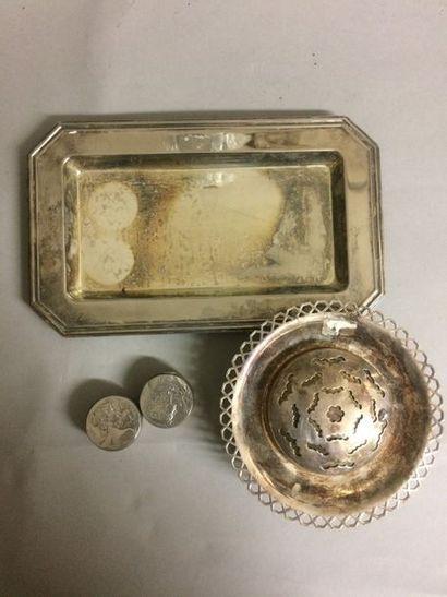 Lot en métal argenté comprenant : un plateau...