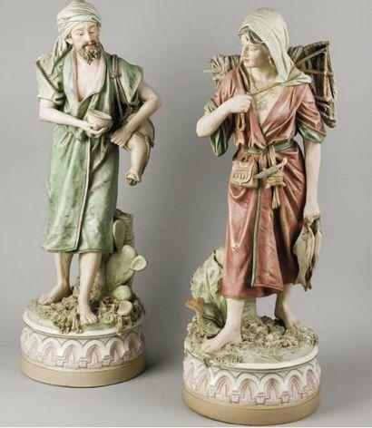 Royal Dux Bohemia  Vendeur d'eau et femme...