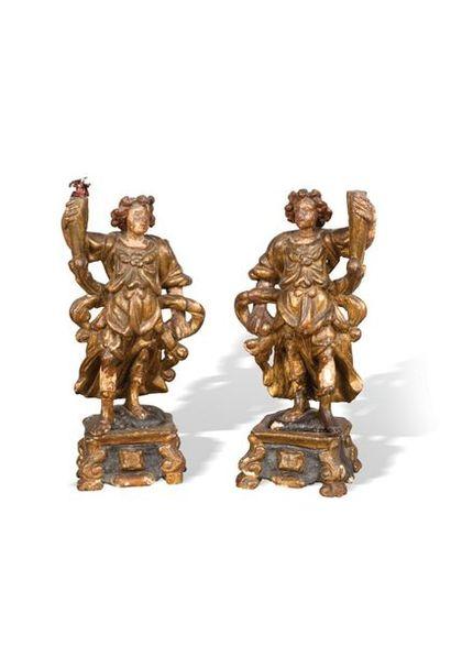 Paire d'anges thuriféraires en bois sculpté...