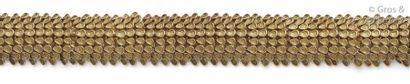 Bracelet souple en or jaune à motif d'oves....