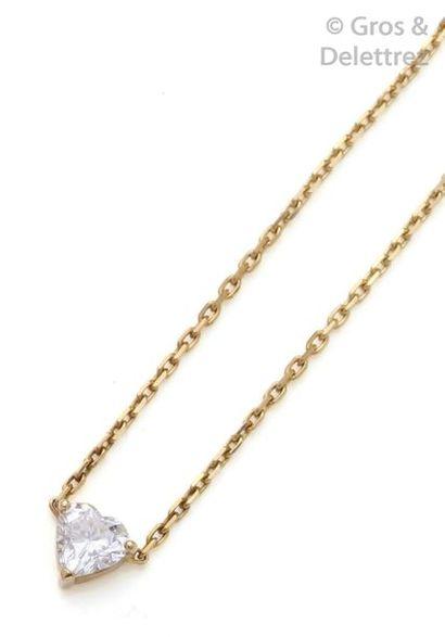 Collier pendentif en or jaune orné d'un diamant...