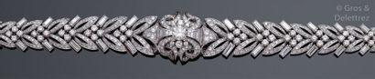 Bracelet articulé en platine et or gris entièrement...