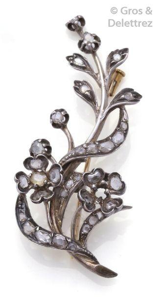 Broche «?Fleur?» en or jaune et en argent...