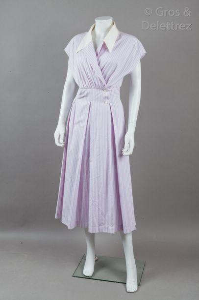 CHANEL Boutique - Collection Printemps/Ete 1985 Robe chemise en coton lavande, blanc...