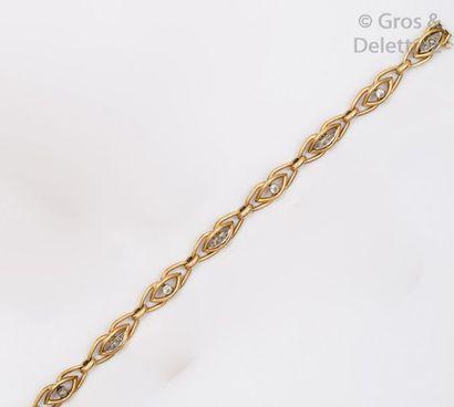 Bracelet articulé en or jaune à maillons...