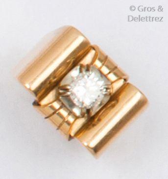 Bague «?Tank?» en or jaune, ornée d'un diamant...