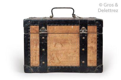 Louis VUITTON - Croix Rouge / Fedit circa 1910 Exceptionnelle boîte à pharmacie en...