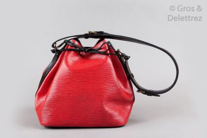 LOUIS VUITTON Sac «Petit Noé» 25cm en cuir épi bicolore rouge, noir, fermeture par...