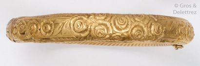 Bracelet «?Jonc?» ouvrant en or jaune à décor...