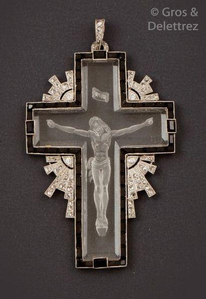 Pendentif «?Croix?» en or gris, orné de cristal...