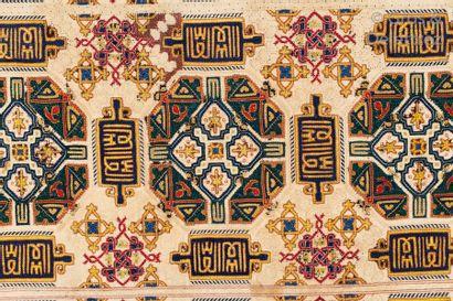 Une Broderie ou fragment de broderie Nasride, Atelier Andalou-Marocain, vers 1480 – 1580.
