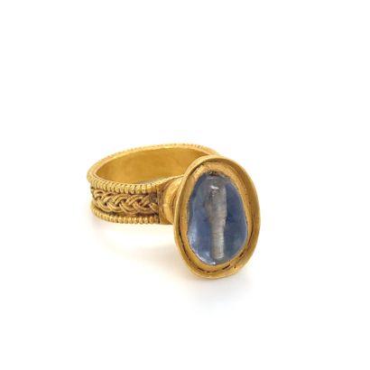 Importante BAGUE en or (750) ornée d'une...