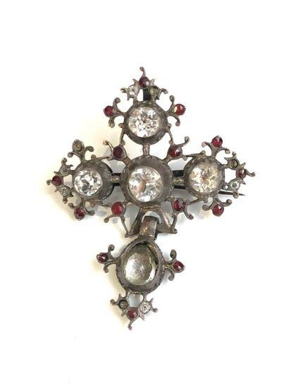 PENDENTIF croix en argent (800) orné de pierres...