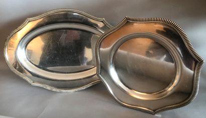 PLAT rond contourné et un PLAT ovale en métal...