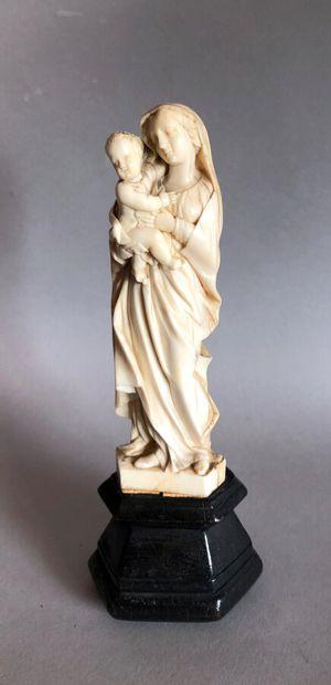 VIERGE à l'enfant en ivoire sculpté (tête...
