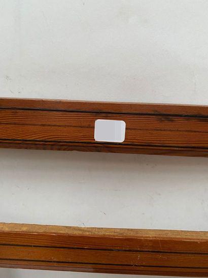 Trois petits CADRES en pitchpin soulignés de filets de bois noirci  Fin du XIXème...