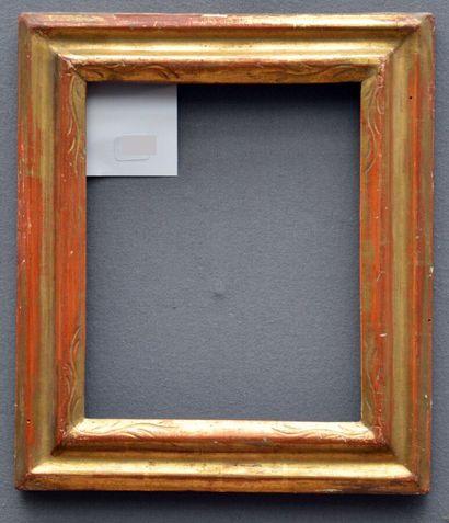 CADRE a profil renversé en bois doré à décor de reparure dans les angles  Italie,...