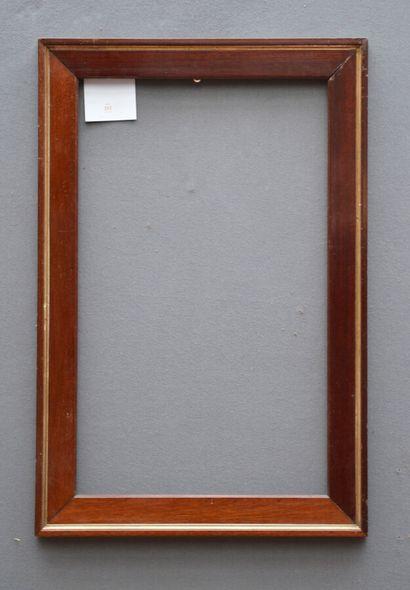 CADRE en bois et placage d'acajou et baguettes dorées.  Fin du XIXème siècle  51...