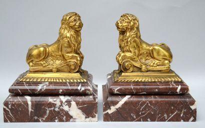 Ecole du XVIIIème siècle  Paire de lions...