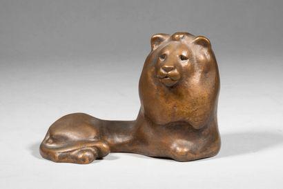 LHOSTE  Lion assis  Bronze à patine médaille,...