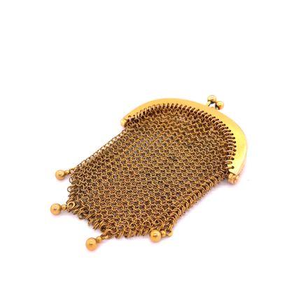 Petite BOURSE en or (750) à maille tressée....