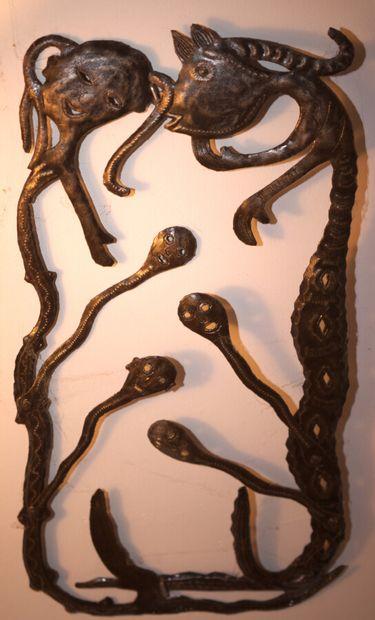 ROBERT Jean  Loas  Fer signé en haut à droite  Environ 80 x 40 cm