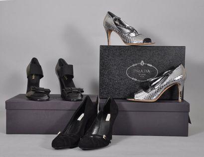 Paire de sandales en cuir noir à brides élastiques,...
