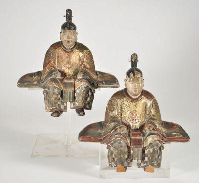 Deux statuettes en bois laque polychrome...