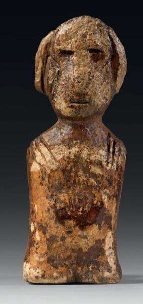 AMULETTE en ivoire gravé, représentant un...