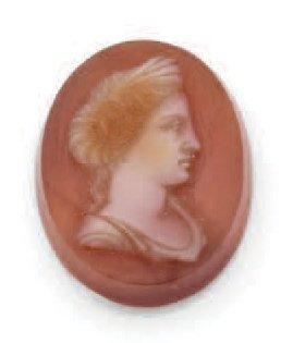 CAMÉE gravé d'un buste de femme à l'antique...