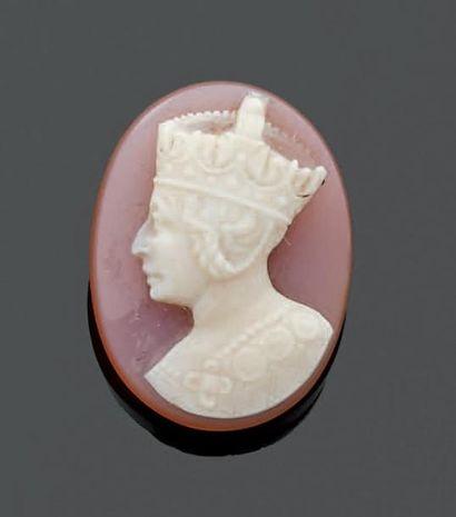 CAMÉE en pierre dure au portrait de la Reine...