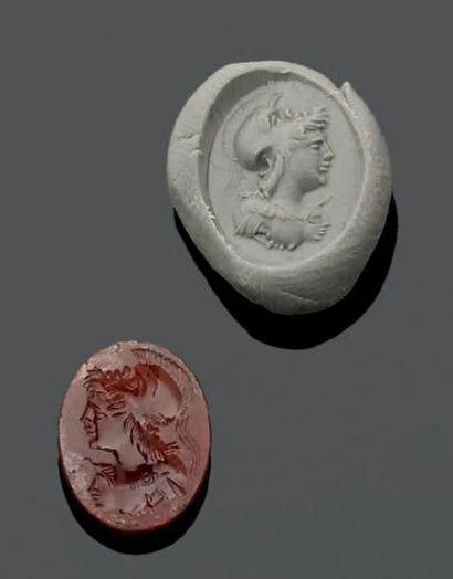 INTAILLE ovale gravée d'un buste de Minerve...