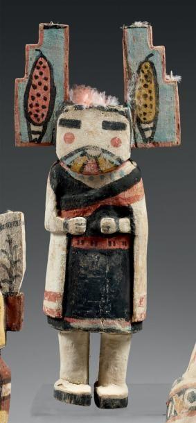 Kachina aux oreilles pyramidales peintes...