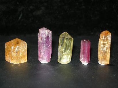 Lot de cinq jolis petits cristaux gemmes...