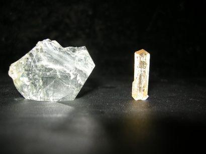 Lot de deux minéraux du Brésil: un BERYL...